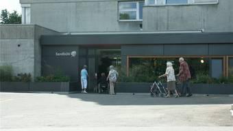 Liegt im Schlieremer Haus für Betagte Sandbühl ein Bewohner eines Mehrbettenzimmers im Sterben, wird sein Bereich in der Regel durch einen Paravent abgetrennt. JK