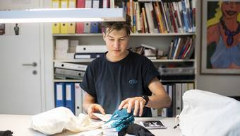 Gemeinsam mit drei Kollegen vertreibt Dave Hablützel Socken aus Ozean-Plastik