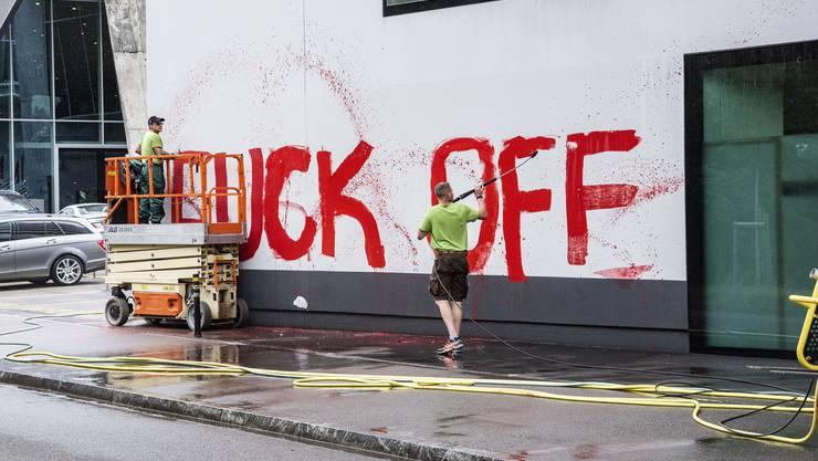 Die Botschaft der FCB-Fans war eindeutig – und ist schwer zu entfernen.