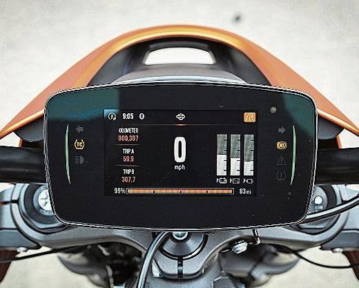 Das Cockpit der Live Wire wurde dem Zeitgeist angepasst.