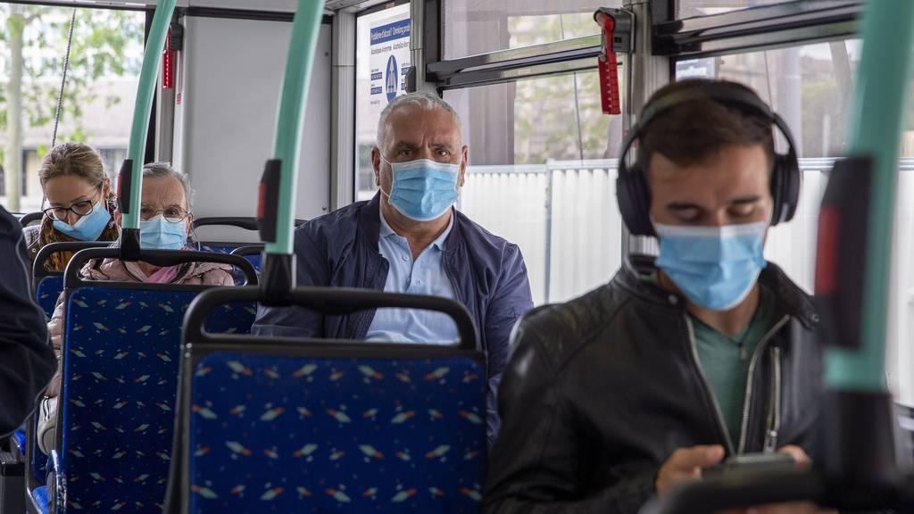 Caritas gibt Bedürftigen gratis Masken ab