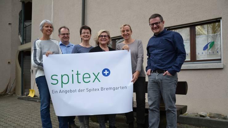 Corinna Ganzoni, Andreas Bernauer, Anita Schüepp, Vreni Stingelin, Barbara Tellenbach und Daniel Sommerhalder (von links) von der Spitex Bremgarten präsentieren ihr neues Angebot.