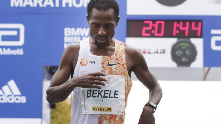 Kenenisa Bekele am Ziel des Berlin-Marathon