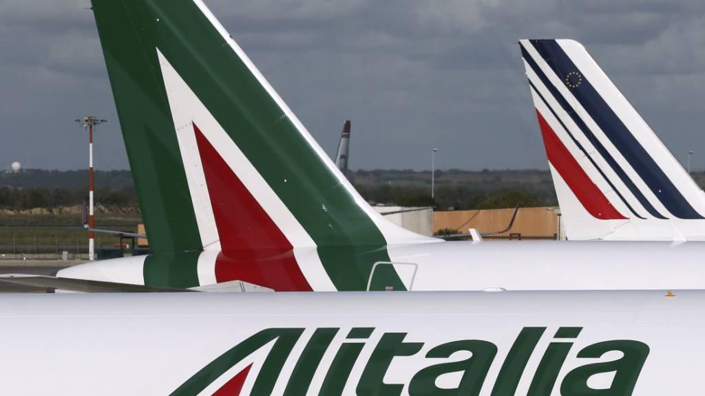 Die italienische Fluggesellschaft Alitalia soll wieder neu aufgestellt werden. Es wäre nach drei Gescheiterten bereits der vierte Versuch, die Airline zu restrukturieren. (Symbolbild)