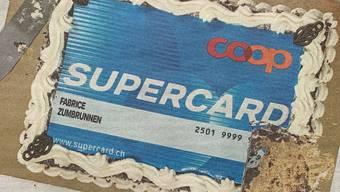 Ein süsser Scherz, den sich Coop mit der Geburtstagstorte für die Supercard leistet.