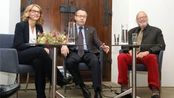 Längst Freunde: Urs F. Meier (Mitte) und Heiner Halder (mit Sonja Hasler) Sibylle Haltiner