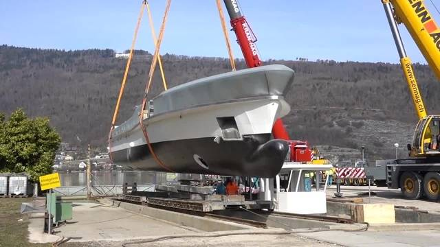 Neues Schiff für die Bieler Schifffahrtsgesellschaft (BSG): Ankunft der MS 60 in Nidau