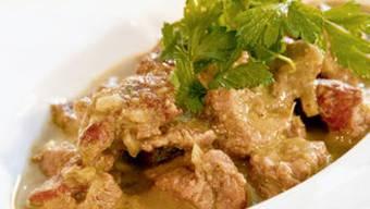 Annemarie Wildeisen machts vor: Curry-Paste selber machen ist gar nicht so schwer.