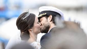 Sie geniessen derzeit die letzten Tage als Paar: Bald wird aus Prinz Carl Philip und seiner Sofia eine kleine Familie. (Archivbild)