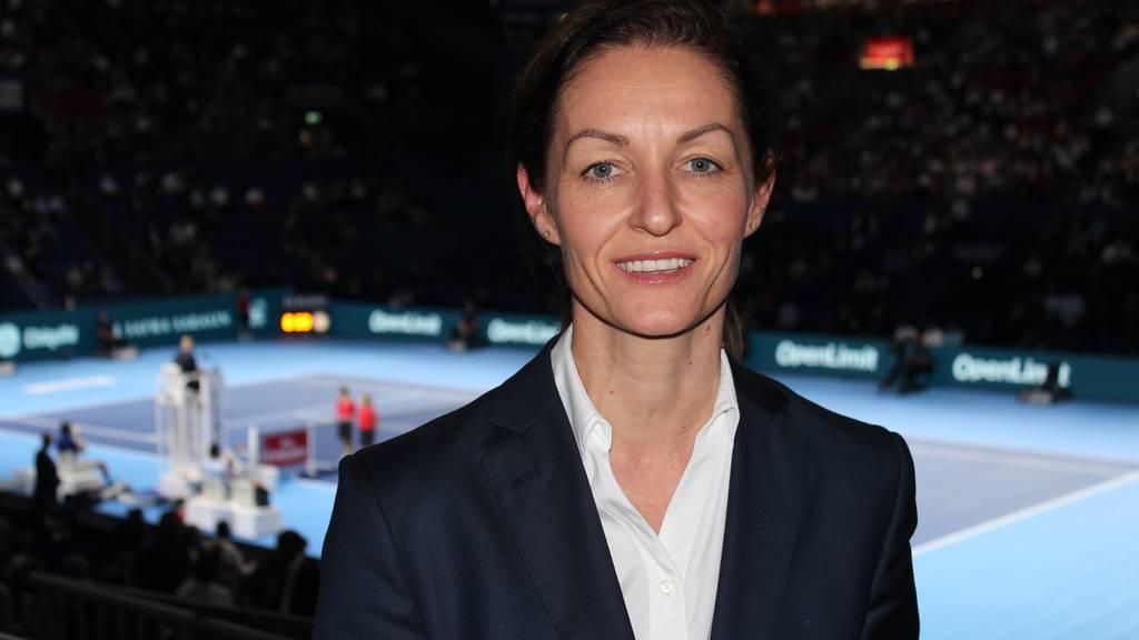 Eine «mächtige» Bündnerin in Basel: Madlaina Barth vor dem Center Court der Swiss Indoors.