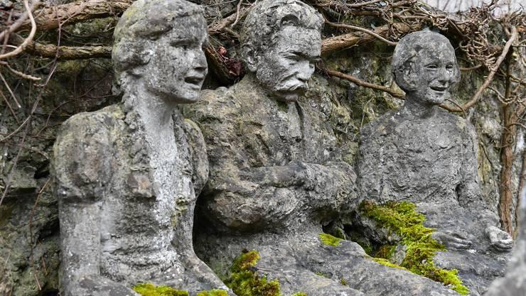 Hans Huber (Mitte) mit zwei Mädchen, die aus dem Niederamt stammen: links Ruth Schuler-Wasmer, rechts Annemarie Schlosser