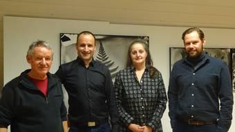 Georg Schmid zusammen mit den ausstellenden Markus Weiss, Irene Aregger und Daniel Infanger (v. l.).