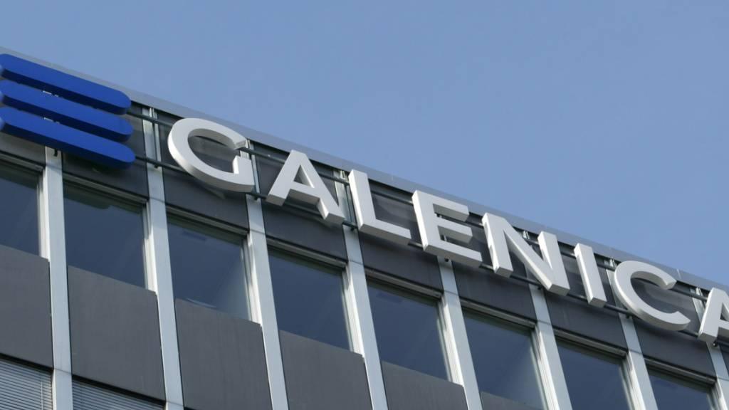 Ein Sondereffekt lässt den Gewinn der Galenica anschwellen: das Logo an der Fassade in Bern.