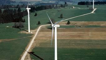 Windräder 1997 auf dem Mont-Crosin: die ersten Turbinen sollen ersetzt werden (Archiv)