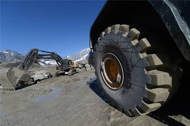 Bis zu 60 Tonnen schwere Maschinen sind nötig, um dem Steinbruch den wertvollen Quarzsandstein abzuringen.