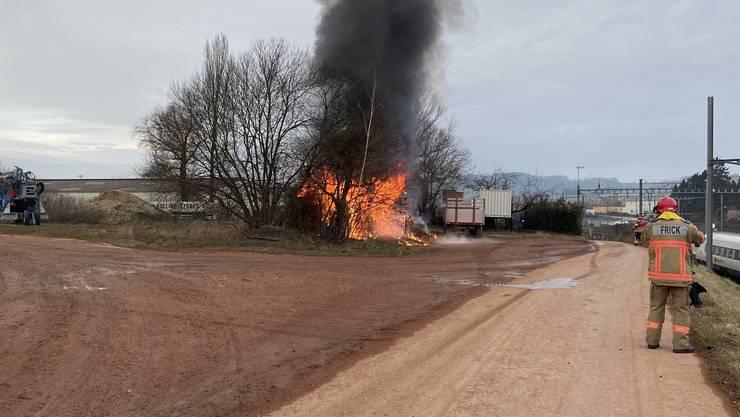 Der brennende Lagerschuppen.