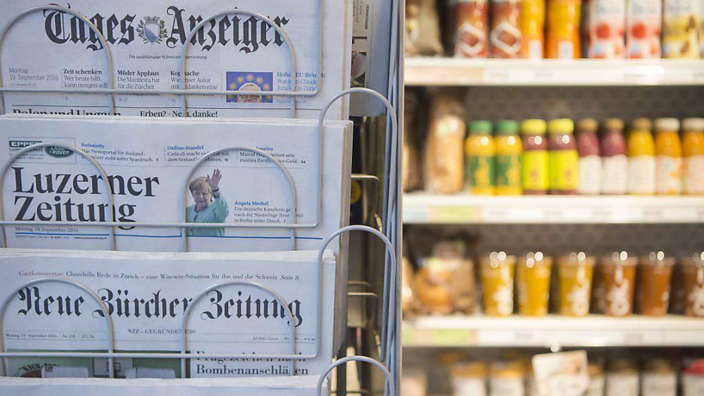 Mehr als die Hälfte der Medienkonsumenten und -konsumentinnen in der Schweiz bezahlt nicht mehr für Zeitungen. (Symbolbild)