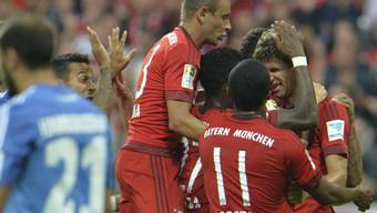 Die Bayern bejubeln Thomas Müllers zweites Tor