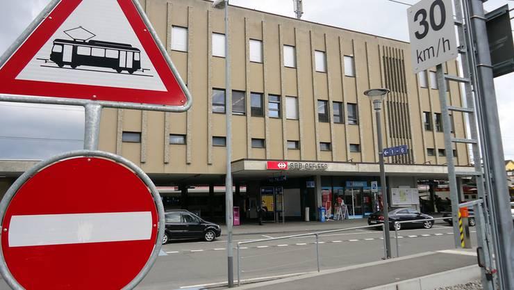 Das Aufnahmegebäude des Lenzburger Bahnhofs wird beim Ausbau der Gleis-Infrastruktur weichen müssen.