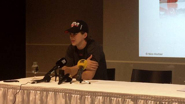 «Klar ist ein gewisser Druck da»: Nico Hischier an der Medienkonferenz.
