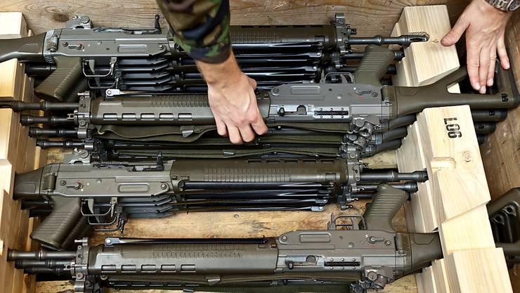 Die Generalanwältin des Europäischen Gerichtshof (EuGH) hat die Schweizer-Ausnahmeregelung für die Armeewaffe verteidigt und den Luxemburger Richtern die Ablehnung einer entsprechenden Klage aus Tschechien empfohlen.
