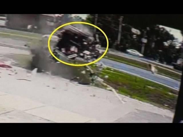 «Wir konnten die Türen nicht öffnen»: In diesem TV-Bericht schildern Augenzeugen und Helfer die Rettung des Fahrers.