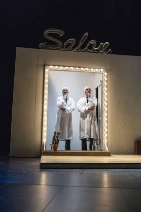 Matthias Schoch (r.) und Max Merker als Groucho Marx