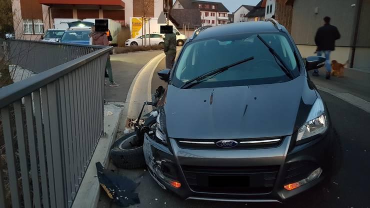 Jonen, 19. Februar: Ein alkoholisierter Autofahrer prallte gegen ein Brückengeländer. Der 71-jährige Unfallfahrer blieb dabei unverletzt. Die Kantonspolizei nahm ihm den Führerausweis umgehend ab.