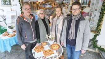 Das Ehepaar Stöcklin (Links) und das Ehepaar Bürgler bangten in den letzten Wochen ums Buchlädeli.