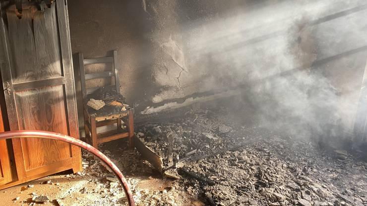 Beim Brand im Dachstock gab es viel Rauch.