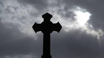 Die Christkatholiken müssen klein bei geben. (Symbolbild)