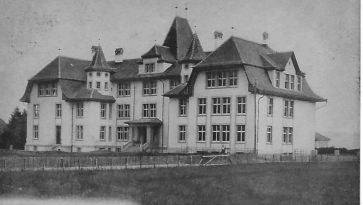 Ansicht des Bezirksschulhauses, das 1912 eingeweiht wurde.