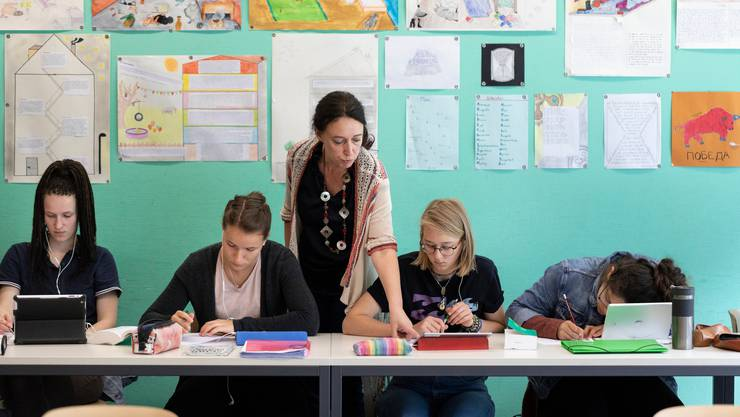 Immer mehr Lehrer und Lehrerinnen arbeiten Teilzeit - nicht nur wegen der Familie. Jeder fünfte Lehrperson reduzierte ihr Arbeitspensum laut einer Studie wegen der beruflichen Belastung.