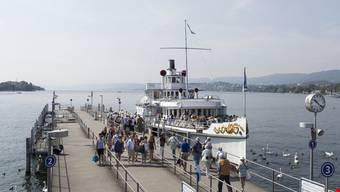 Seit Dezember 2016 muss für eine Schifffahrt zu jedem Ticket noch zusätzlich einen Zuschlag von 5 Franken bezahlt werden. (Symbolbild)