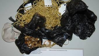 Gestohlene Kleider und falscher Goldschmuck