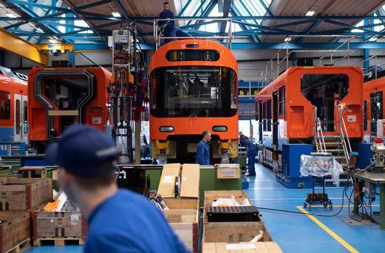 Endmontage von Schienenfahrzeugen für den Regionalverkehr Bern-Solothurn (RBS) im Stadler-Werk am Hauptsitz in Bussnang.