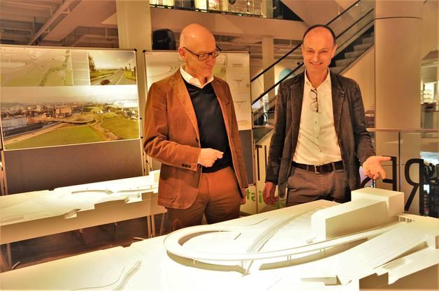 «Ein Wettbewerb bringt mehr Ideen.» Diese Auffassung vertreten unisono Suhr Gemeindepräsident Marco Genoni (rechts) und Matthias Adelsbach, Stellvertretender Kantonsingenieur.