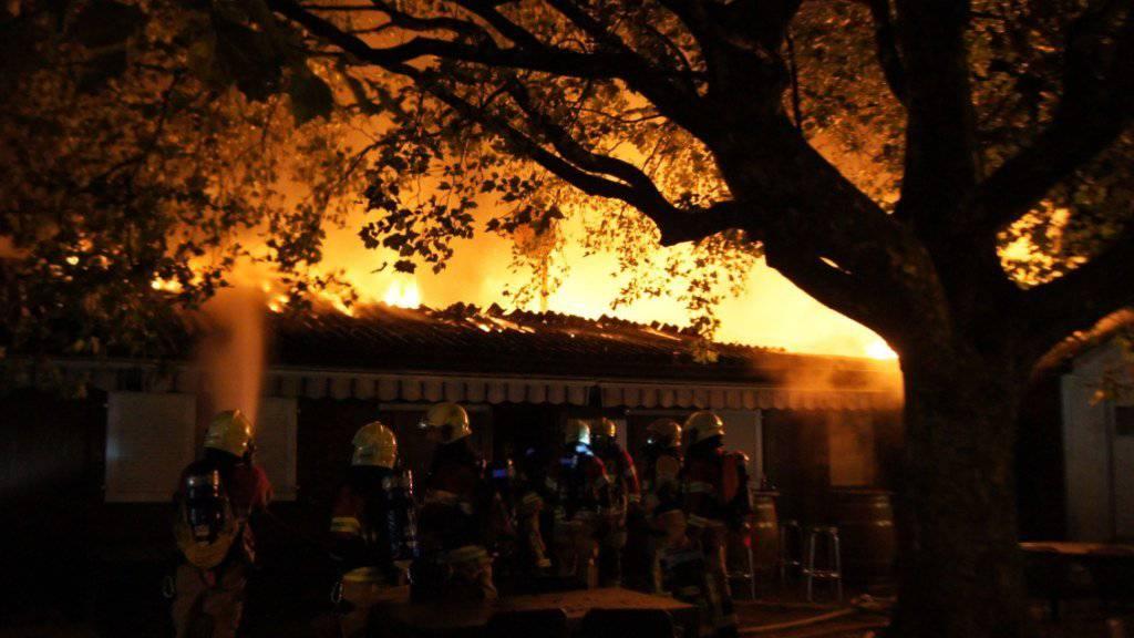 Ein Vereinsheim in Zug ist in der Nacht auf Sonntag bei einem Brand stark beschädigt worden.
