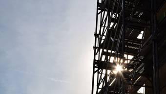 Am 25. September 2013 ereignete auf einer Baustelle am Zürcher Seefeld ein tödlicher Unfall: Ein ungarischer Bauarbeiter stürzte mit einem Teil der Baugerüsttreppe mehrere Meter in die Tiefe. Dabei zog sich der Mann schwere innere Verletzungen zu und verstarb kurz darauf im Universitätsspital.