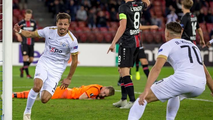 Antonio Marchesano (links) dreht jubelnd ab. Er hat für den FC Zürich zum 1:0 getroffen gegen Leverkusen.