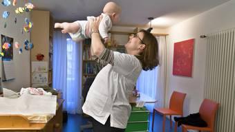 Einer Ärztin wurde der Mutterschaftsurlaub verweigert. (Symbolbild)