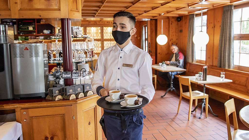 Die Schweizer Wirtschaft hat im Jahr 2020 unter den Folgen der Coronakrise gelitten. Vor allem in der Gastronomie oder bei Freizeit und Kultur sind die Ausgaben stark zurückgegangen. (Archivbild)
