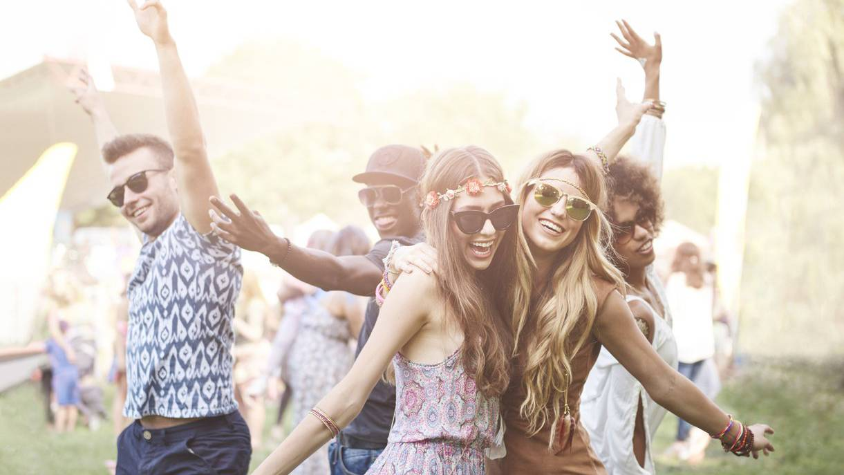 Ob an einem Festival oder zuhause im Garten: Welcher Hit begleitete dich durch den Sommer?
