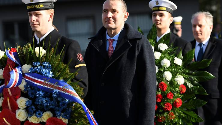 Der Präsident Islands Gudni Jóhannesson (Mitte) hat sich bei den Präsidentschaftswahlen seines Landes eine weitere Amtszeit gesichert. (Archivbild)