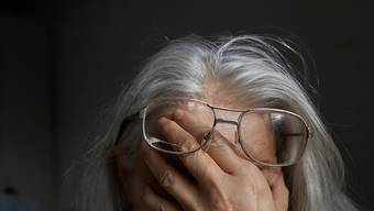 Sechs von zehn Menschen über 55 Jahre, die bei Betrügereien um ihr Geld geprellt wurden, reden mit niemandem über den erlittenen finanziellen Verlust. (Symbolbild)