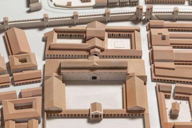 So kann man sich die Basilica (Mitte vorne) mit dem Palast des Legionskommandanten (dahinter) vorstellen.