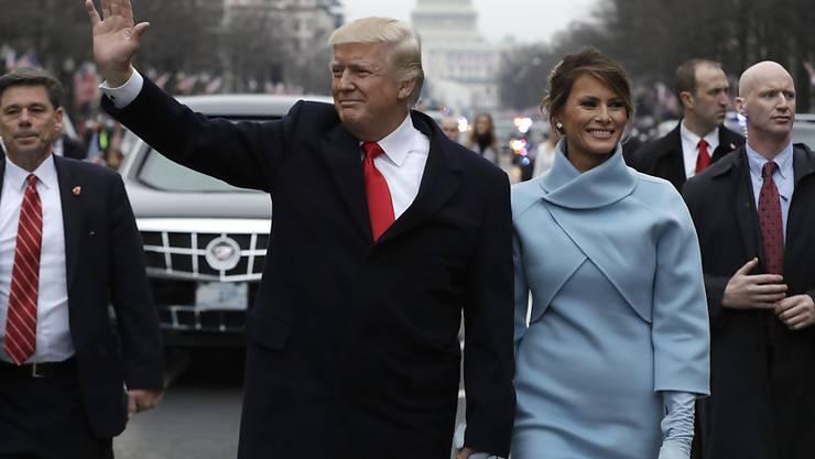 Der neue US-Präsident Donald Trump und seine First Lady Melanie legten Stücke der Parade zum Weissen Haus zu Fuss zurück.