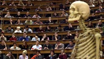 Volle Ränge: Bis 2020 soll es an der Uni Basel 240 Medizinstudenten mehr geben als heute. (Symbolbild)