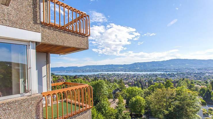Blick auf den Zürichsee aus einer Wohnung im Hotel Dolder Waldhaus.