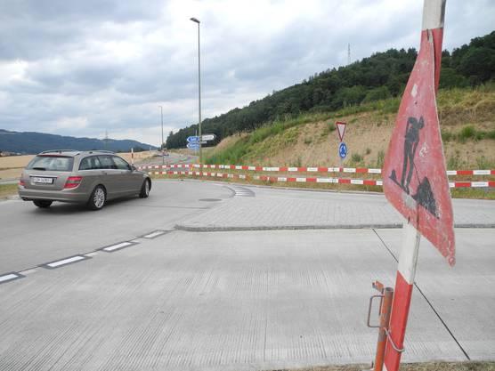 An der Limmattalstrasse in Oetwil an der Limmat werden Velowege und Trottoirs erneuert